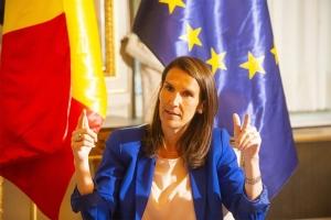 """Teleurgestelde premier Wilmès verdedigt zich na kritiek (De Zondag): """"Als ik het alleen voor het zeggen had, zou het misschien rapper gaan"""""""