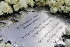 Huldebetuiging aan de slachtoffers van de terroristiche aanslagen